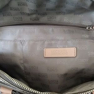 Michael Kors Bags - 💯Authentic Michael Kors bag